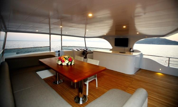 SIMAY S,MOTOR YACHTS, Yachts for Rent, Yacht Charter, Yacht Rental